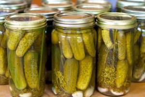 pickles-in-glass-jars-1024x681