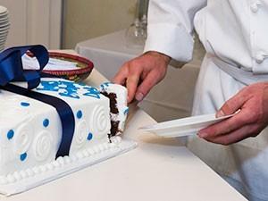 chef-birthday-cake-cutting
