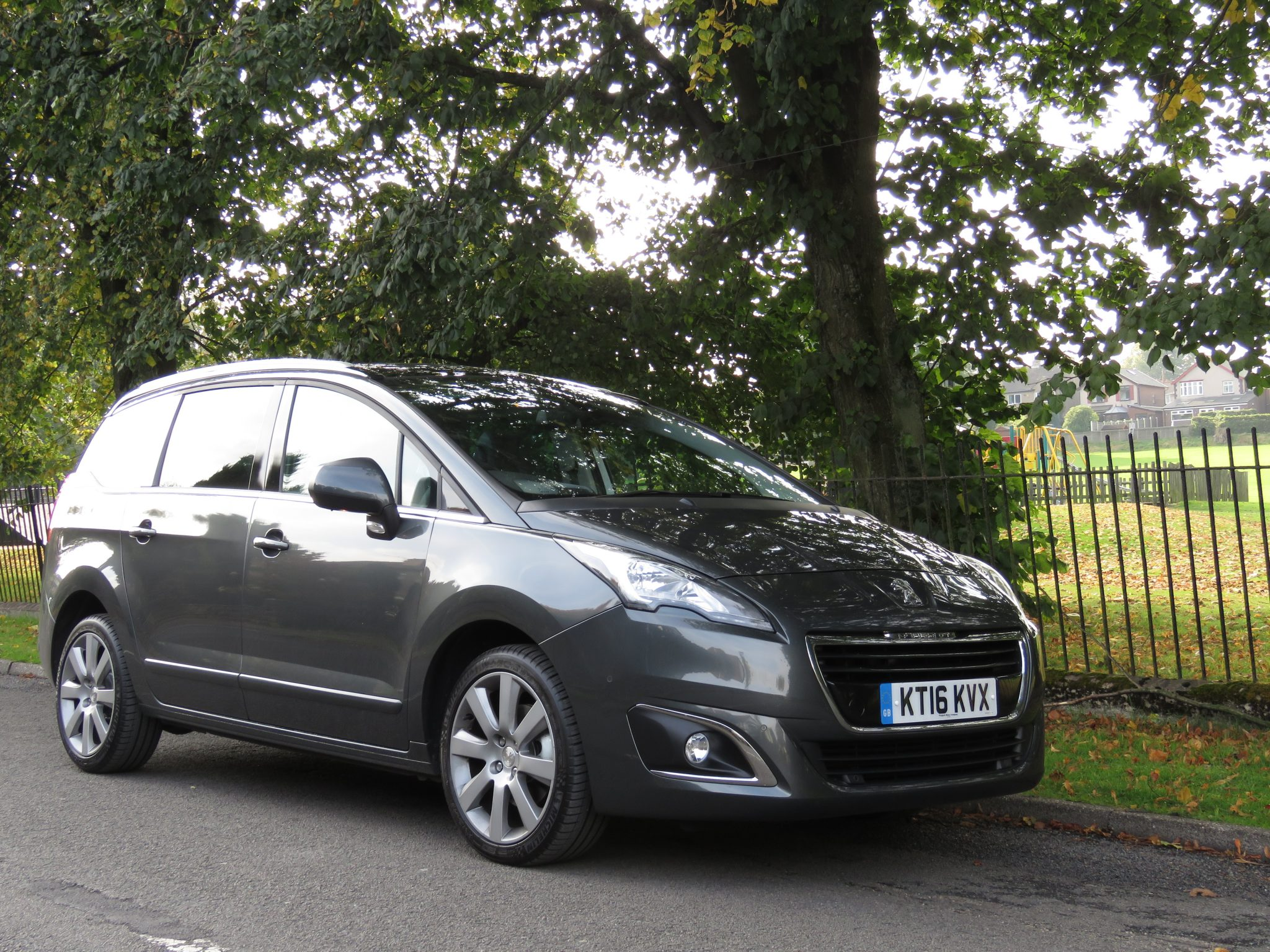 peugeot 5008 allure bluehdi 7 seater mpv review. Black Bedroom Furniture Sets. Home Design Ideas
