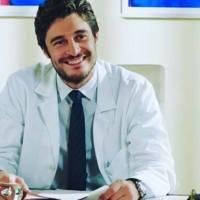 """Il fascino dell'eleganza del dott. Claudio Conforti ne """"L'Allieva"""". Intervista a Lino Guanciale"""