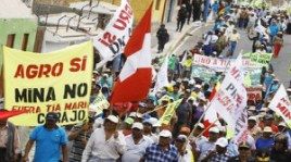 Photo: Street protest against Peru's Tia Maria mining project. | Global Voices Online (CC)