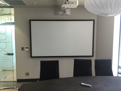 Whiteboard projection screen