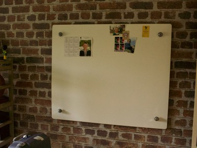 floating magnetic whiteboard