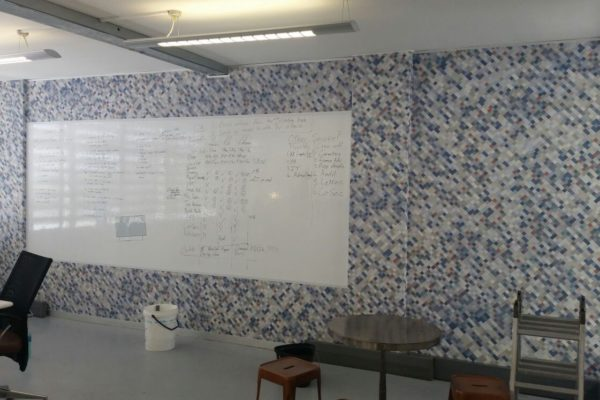 writable wall with graphic wallpaper border