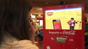 Imparte o Coca-Cola cu Adi Despot