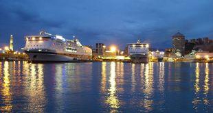 Porto di Genova di notte