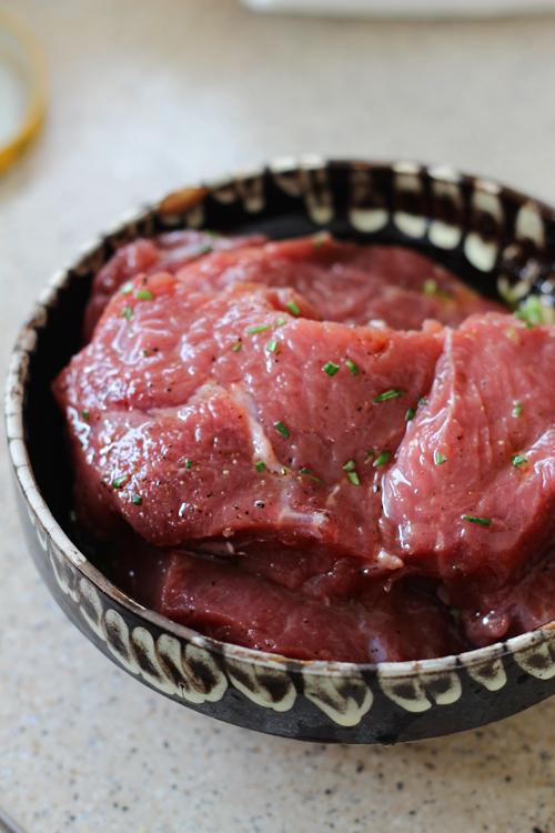 carne la marinat pentru friptura de vita cu sos de merisoare
