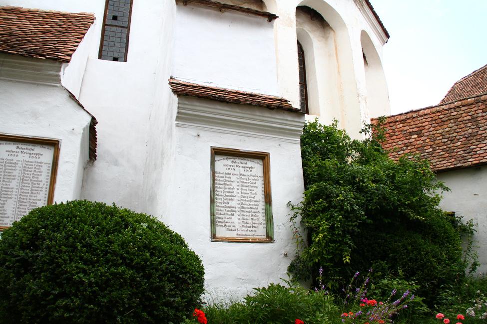 Biserica fortificata din Viscri, patrimoniul international Unesco, interiorul curtii fortificate