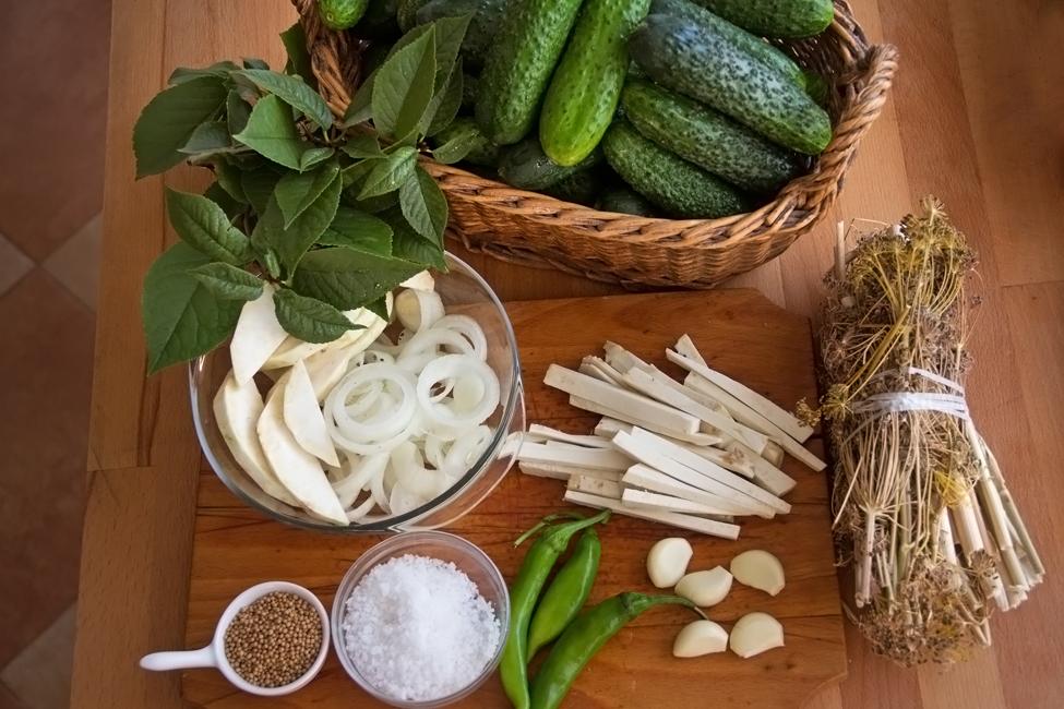 ingrediente castraveti murati in saramura