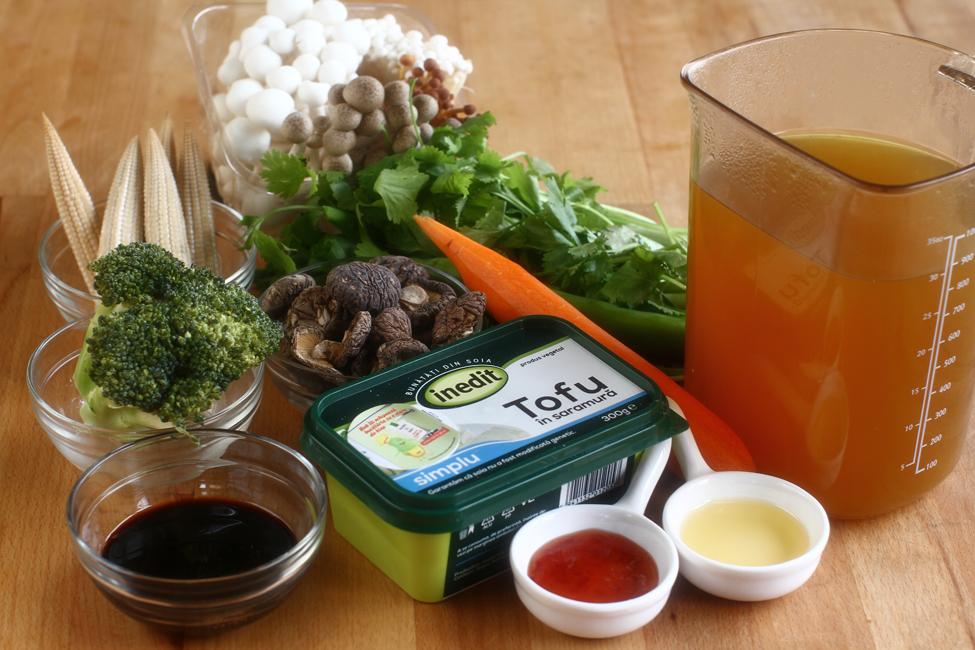 supa cu ciuperci si tofu prajit ingrediente