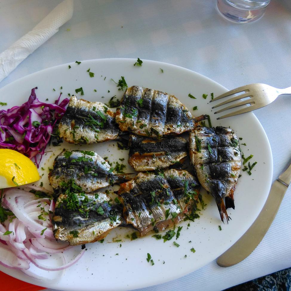 mancarea in Grecia - sardine umplute a la Tzitzikas