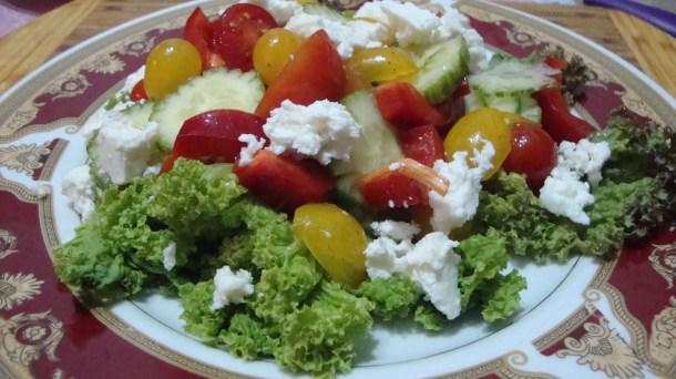 Salata-cu-branza-feta