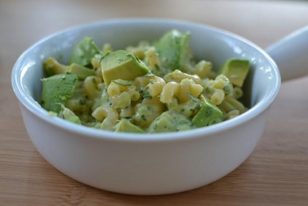 macaroane-cu-branza-si-avocado