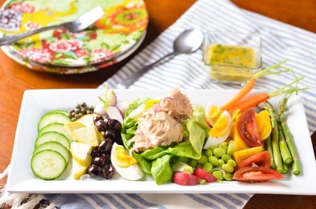 salata-de-primavara-colorata-cu-ton
