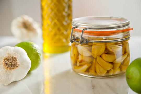 ulei-de-masline-aromat-cu-usturoi