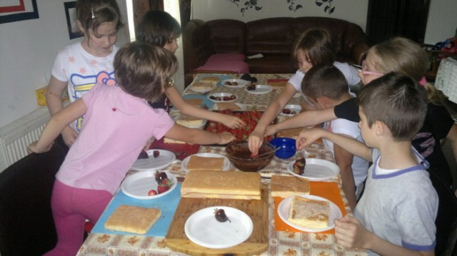 sarbatorind-ziua-copilului-bucatarasi-in-actiune