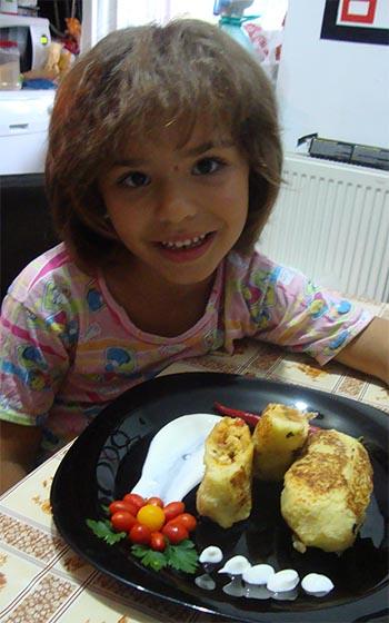 fetita-mea-cu-bulgari-de-cartofi