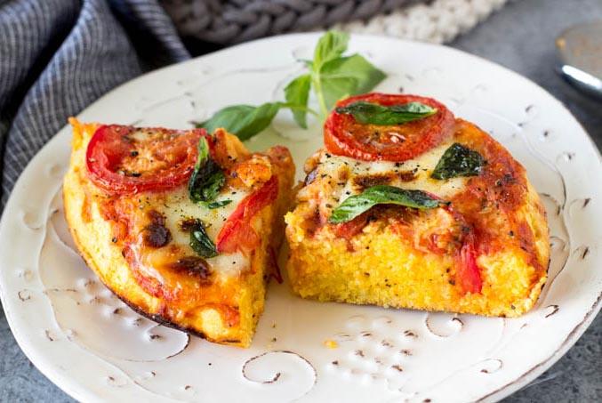 pizza-margarita-pe-blat-de-mamaliga