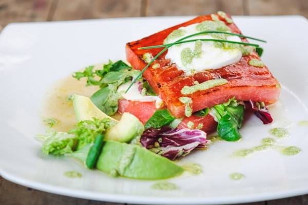 Cele mai bune retete cu avocado - Salata de pepene cu mozzarella Granarolo, avocado si pesto de menta