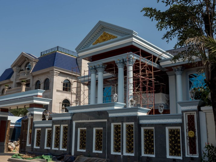large mansion with porticoin Koh Pich, Phnom Penh