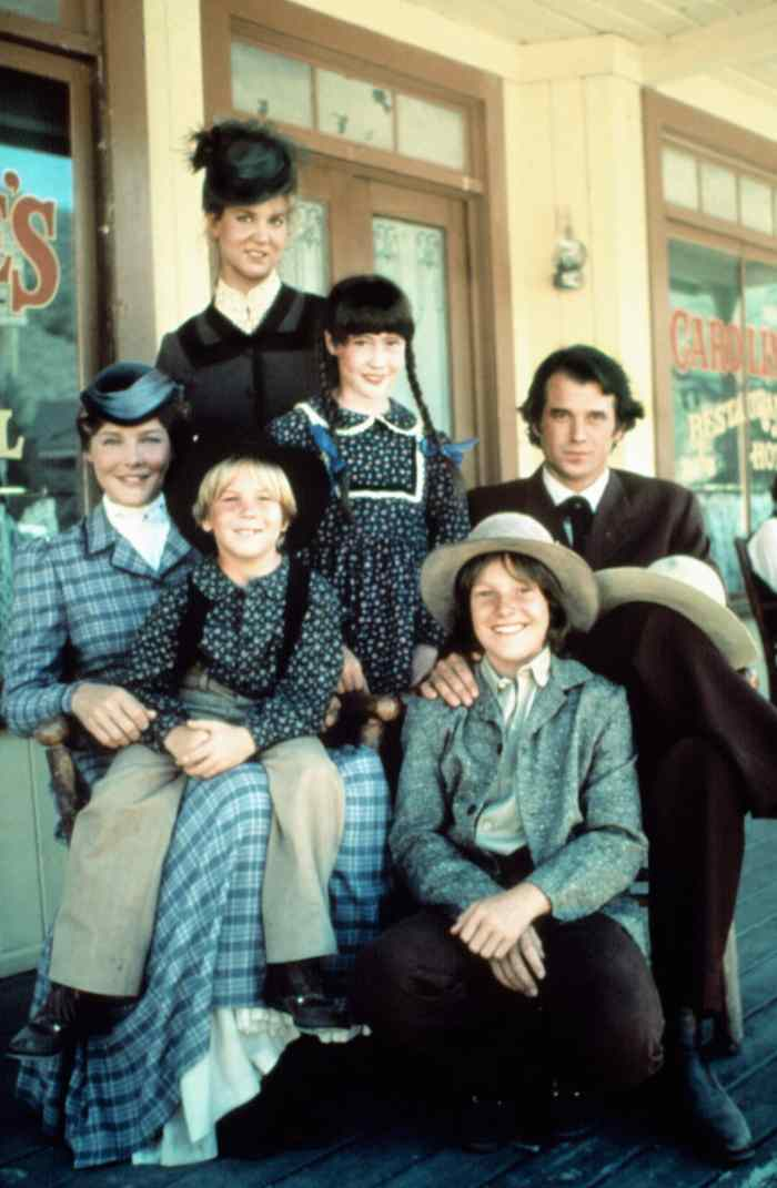 LITTLE HOUSE ON THE PRAIRIE: A NEW BEGINNING, (l to r): Leslie Landon, Pamela Roylance, David Friedman, Shannen Doherty, Lindsay Kennedy, Stan Ivar