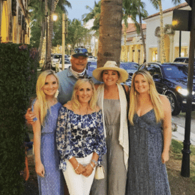 Alan Jackson's daughters join in the blue-themed coordination