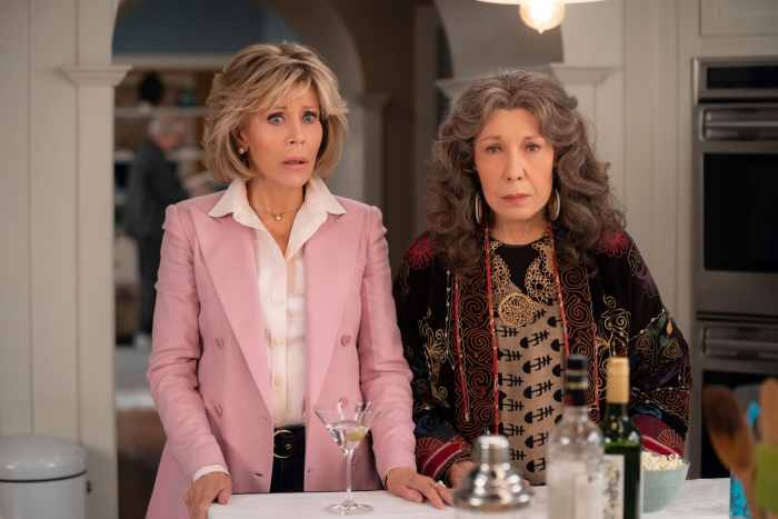 GRACE AND FRANKIE, from left: Jane Fonda, Lily Tomlin