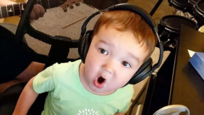 2 year old boy sings elvis perfectly