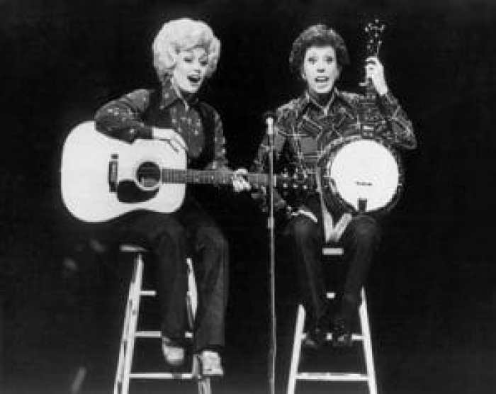 Carol Burnett performed a variety show segment like her own with Dolly Parton