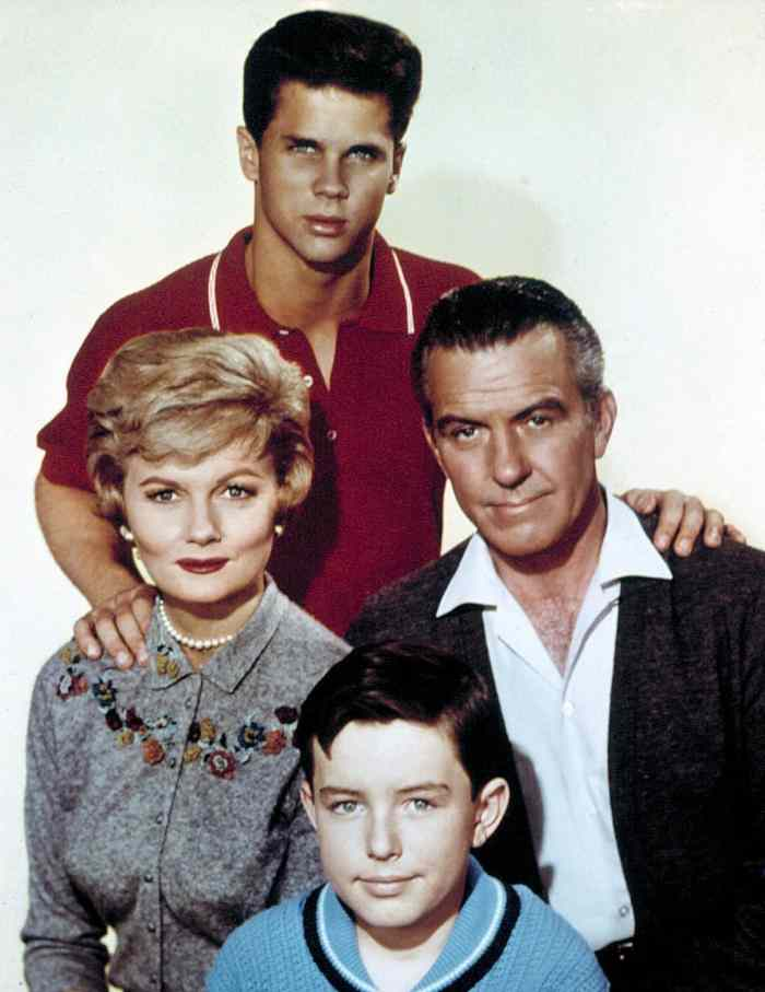 LEAVE IT TO BEAVER, (top) Tony Dow, Barbara Billingsley, Hugh Beaumont, Jerry Mathers