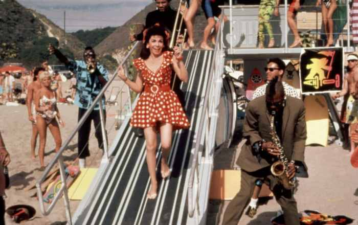 annette-funicello-back-to-the-beach