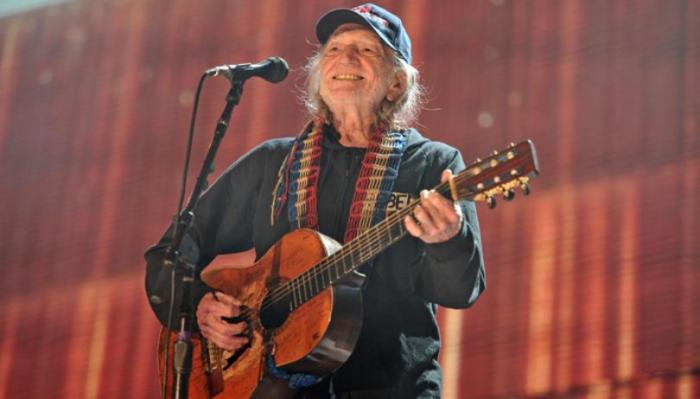 willie nelson at home with farm aid show