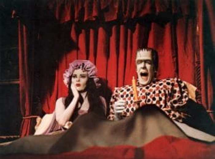 One of the scandalous times Yvonne De Carlo Fred Gwynne appeared in the same bed