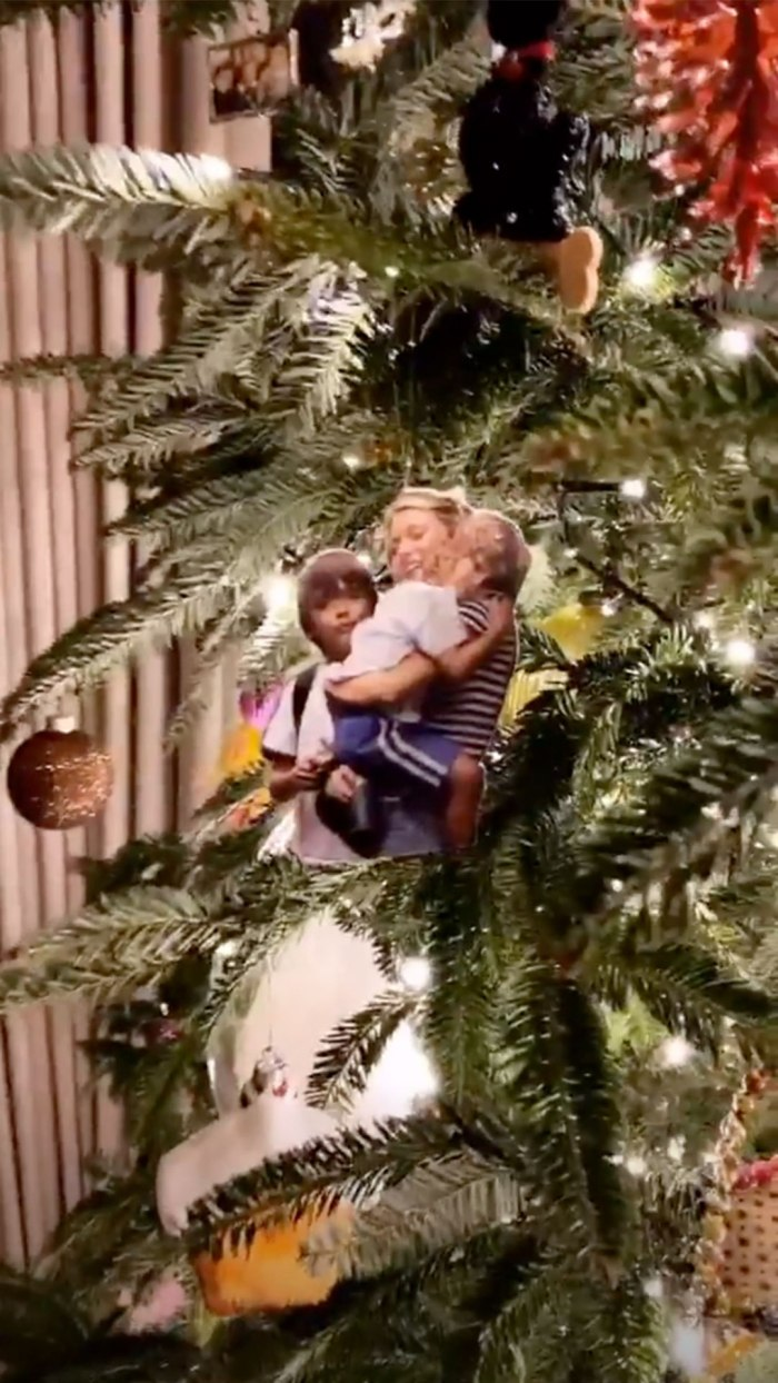 Kelly Ripa Swaps Out Traditional Ornaments