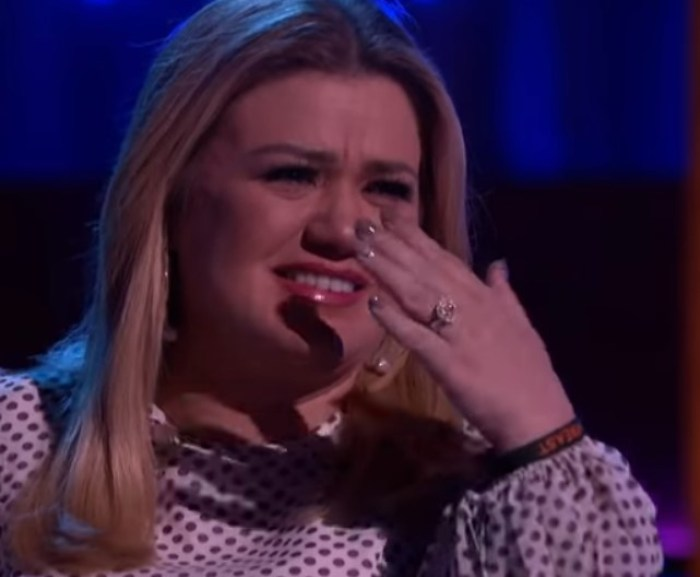 kelly clarkson tearing up