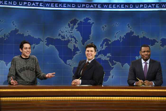 SATURDAY NIGHT LIVE, (from left): Pete Davidson, Colin Jost, Michael Che, 'Weekend Update', (Season 41, ep. 4105, aired Nov. 14, 2015)