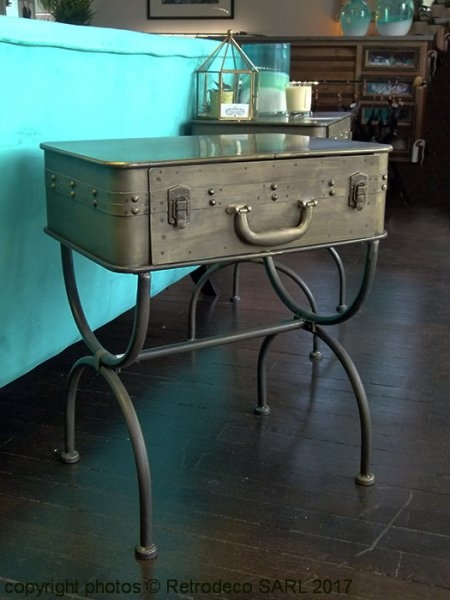 chevet metal valise decoration retro