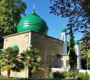To fully restore the dome, the Belzona membrane was painted green with a compatible coating system.