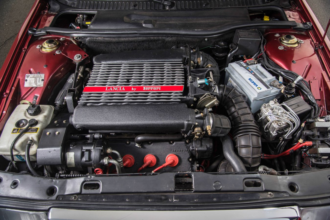 Lancia Thema 8.32 engine