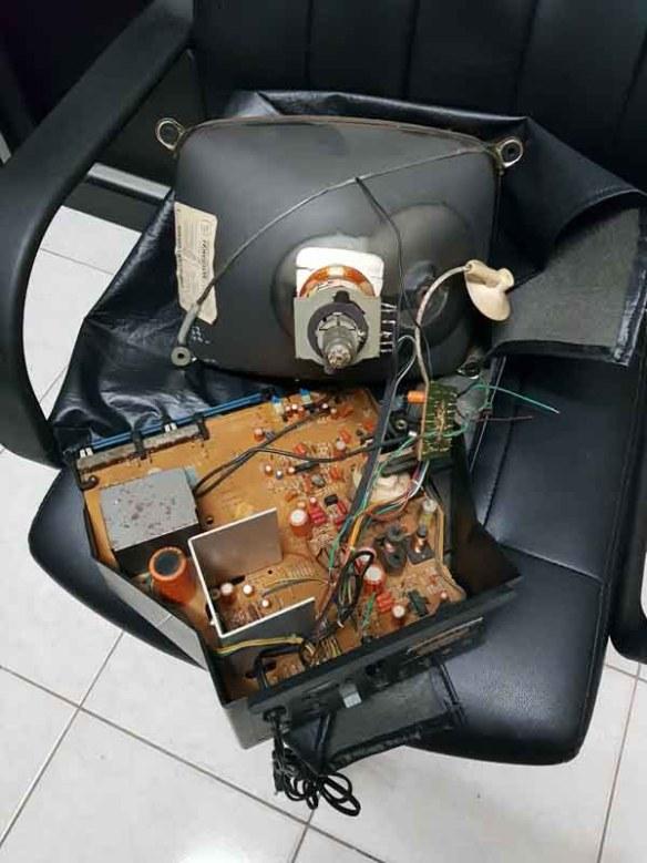 monitor-mbw-12-board-down Casemod Monitor  Mbw-12 Gradiente com Monitor Samsung 510N