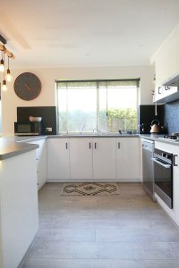 Retro Revamp | Transforming dated rooms into fresh modern spaces. Specialising in Bathroom & Kitchen Resurfacing and Makeovers in Adelaide, South Australia