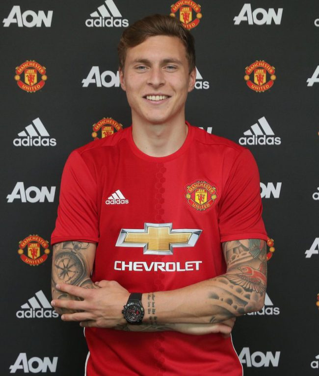 Twitter users lay into Victor Lindelof after shaky performance