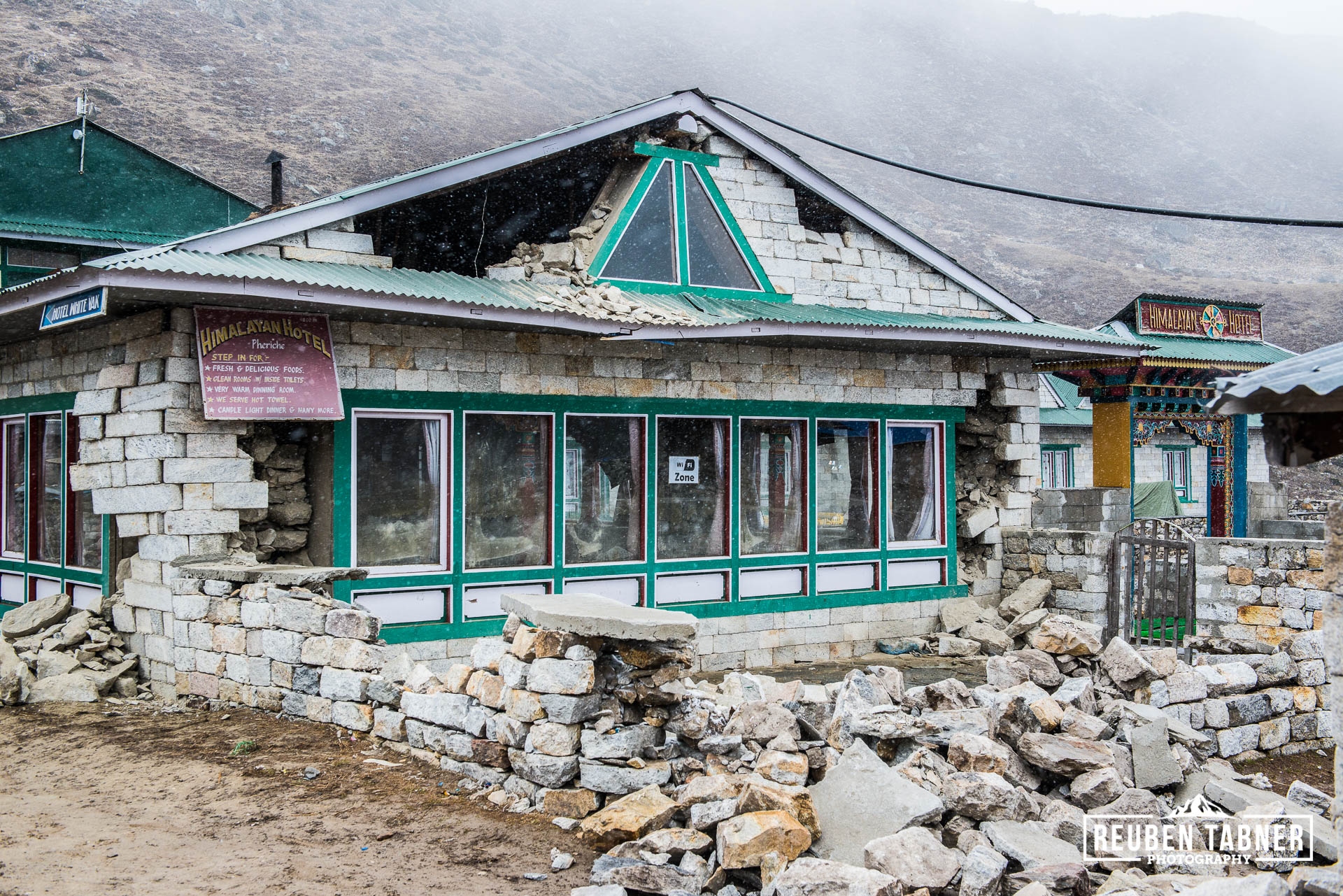 A large earthquake rocked the Himalayan village of Pheriche at 4240 meters resulting in many buildings being damaged, including the Himalayan Hotel, one of the biggest lodges in the village.