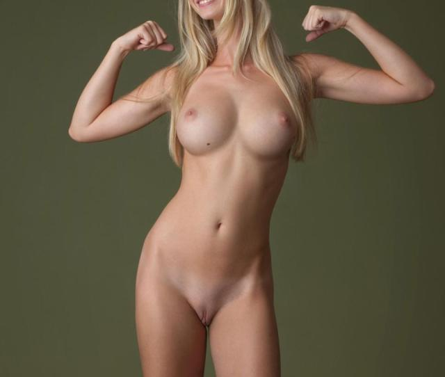 Naked And Muscle Girl