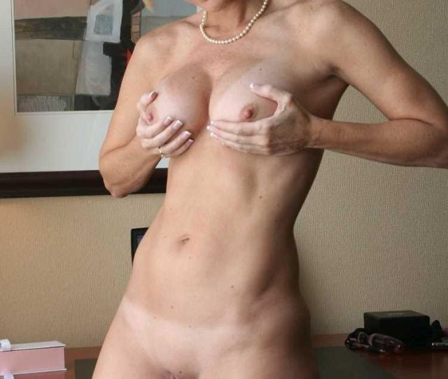 Bonbon Reccomend Nude Hot Blond Mom