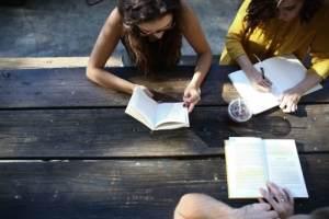 Etudiants qui révisent