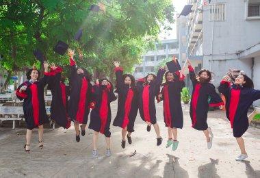 Etudiants qui ont décroché leur diplôme