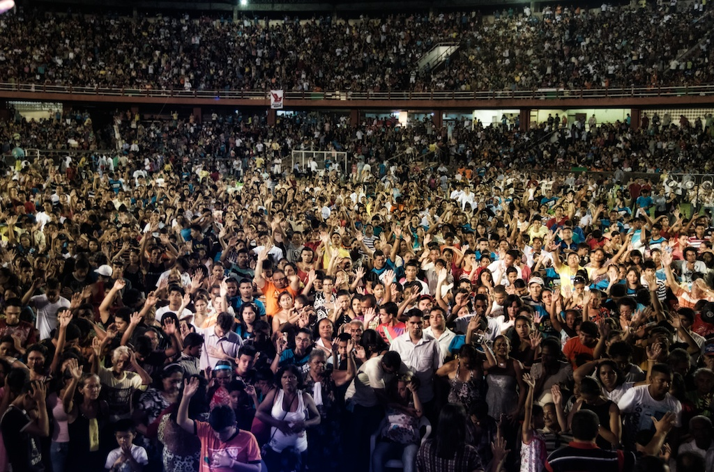 Part of the tremendous response to the Gospel at Congresso da Paz 2012.