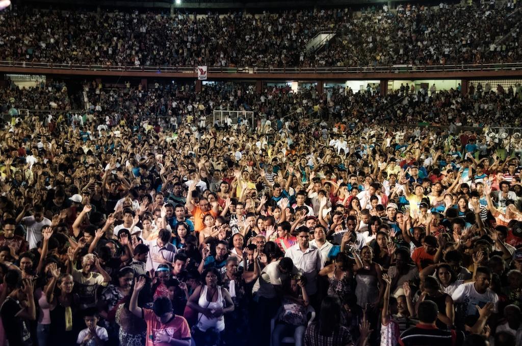 Part of the tremendous response to the Gospel at Congresso da Paz 2012.