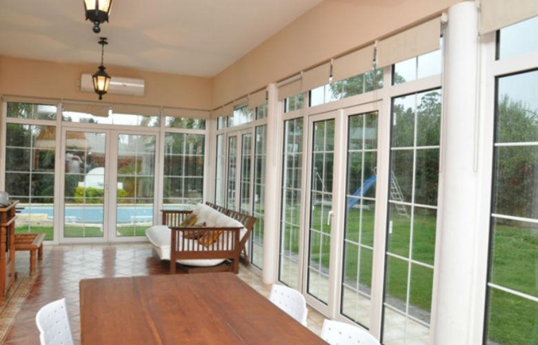 Puertas de aluminio para salida a la terraza revenval - Cubrir terraza barato ...